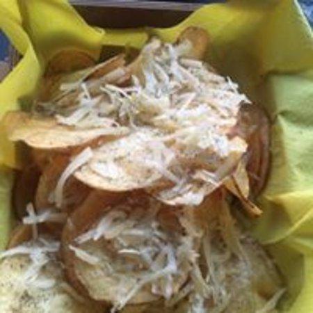 Montecorvino Pugliano, إيطاليا: sfoglie di patate con fossa e pepe
