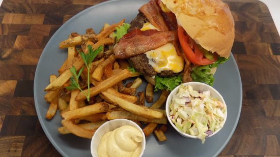 Bridgewater, Canada: 1/2 lb burger with house cut fries