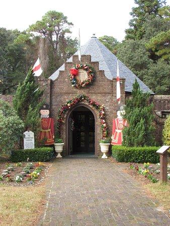 Entrance to the Elizabethan Gardens