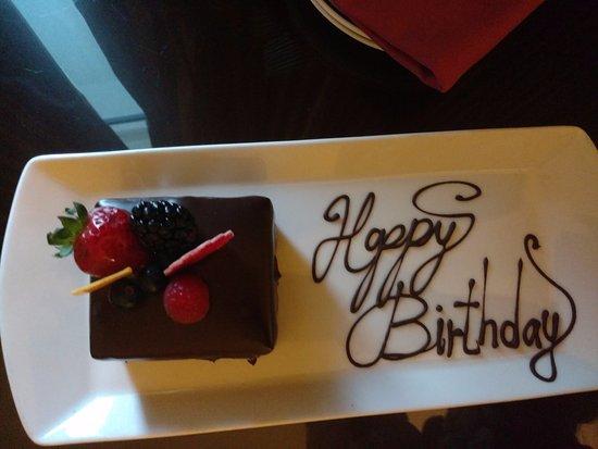 Ajman Hotel: Торт на День Рождения от Руководства отеля! )