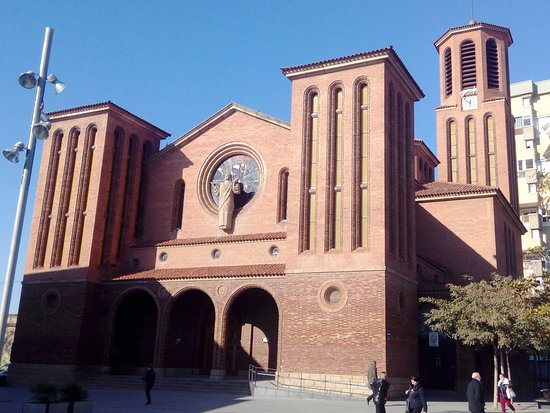 Cornella de Llobregat, إسبانيا: Fachada un Poco Lateral