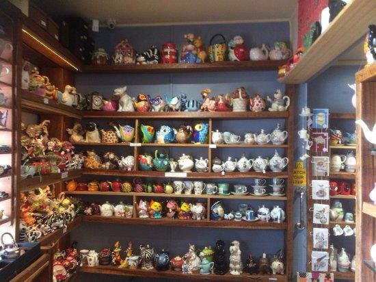 Sassafras, Australia: Tea Pot Display