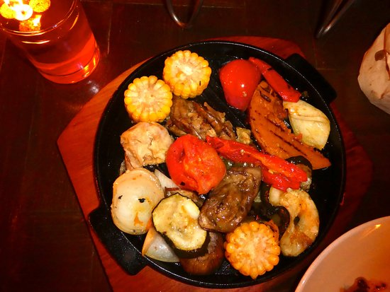 Batubara -argentinian grillery-: Enjoying our meal