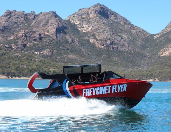 Coles Bay, Australie : Flyer Flyer offers an exciting way of experiencing spectacular waterways and landscapes