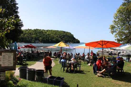 Fred & Fuzzy's Waterfront Bar & Grill: The restaurant is an outdoor restaurant.