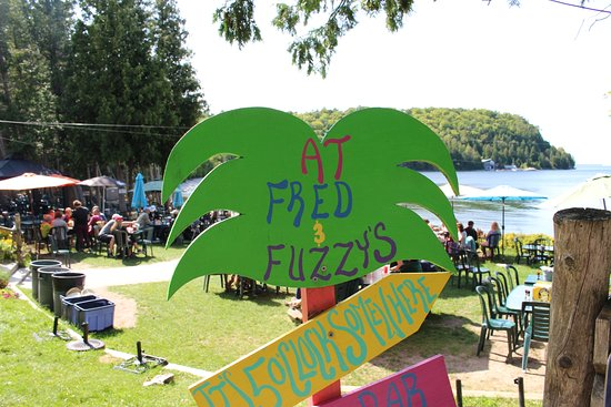 Fred & Fuzzy's Waterfront Bar & Grill: SIGN