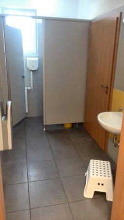 Uherske Hradiste, Τσεχική Δημοκρατία: toalety i se stupátkem a silný fukar na ruce