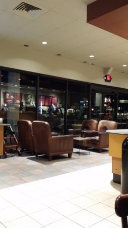 North Fort Myers, FL: Comfy seats at College Parkway Starbucks