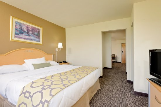 Baymont Inn & Suites Lawrenceburg : King suite, with separate lounge room with sofa bed, room has 2 flat screen tvs