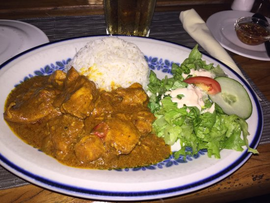 Anchor Cafe: Curried chicken, salad and rice - very yummy and flavorful