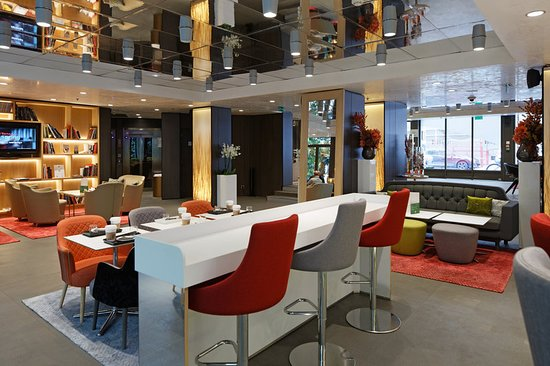 هوليداي إن باريس نوتردام: Bar/Lounge