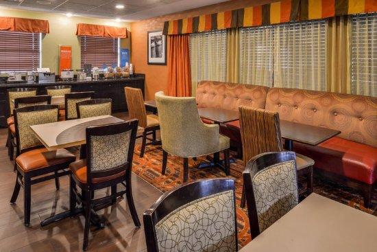 Restaurant picture of hampton inn elkhart elkhart - Hilton garden inn elkhart indiana ...