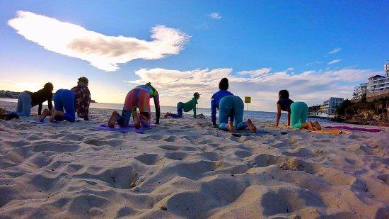 Encinitas, CA: Beach Yoga Group Lesson Bondi Beach Australia