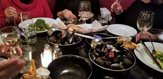 Garden City, NY: BOWLS OF STEAMED MUSSELS