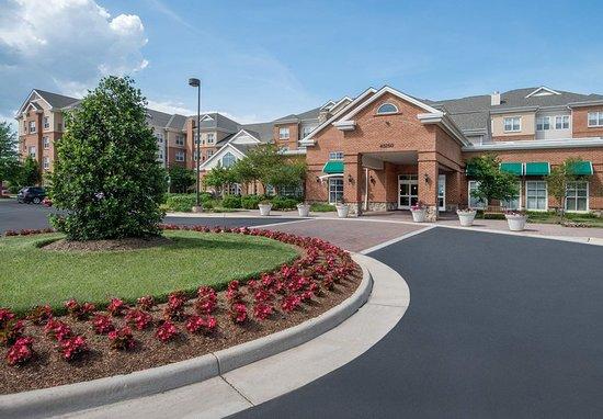 Dulles, فيرجينيا: Exterior