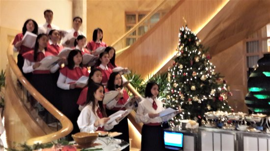 sheraton grande sukhumvit a luxury collection hotel christmas carolers