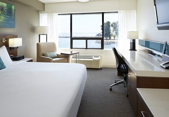 Delta Hotels Kingston Waterfront: Guest room