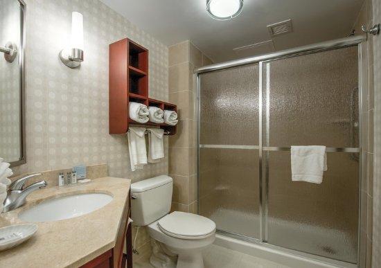 Hampton Inn & Suites Wilmington/Wrightsville Beach: Guest room