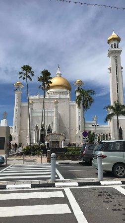 Sultan Omar Ali Saifuddin Mosque: الجامع