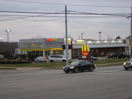 Streetsboro, OH: External view of McDonald's