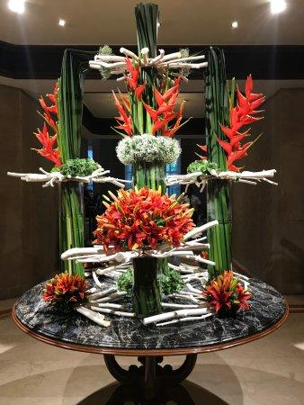 Taj Bengal Kolkata: Beautiful flower decoration