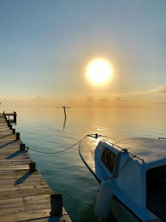 Long Caye, Belize: Sunrise at the east dock