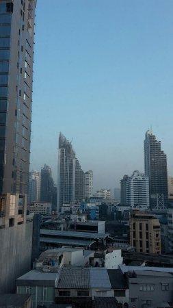 Adelphi Suites Bangkok: 20171211_071017_large.jpg