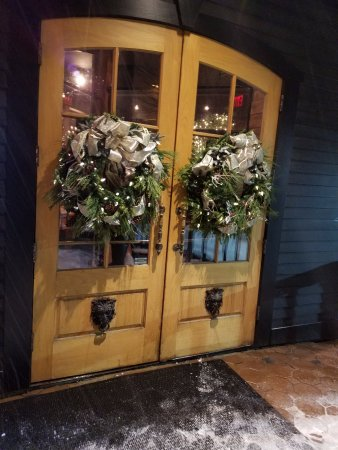 Tuscan Brick Oven Bistro: Lovely decorations at front door