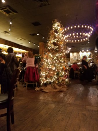 Tuscan Brick Oven Bistro: Christmas decorations in main sitting area