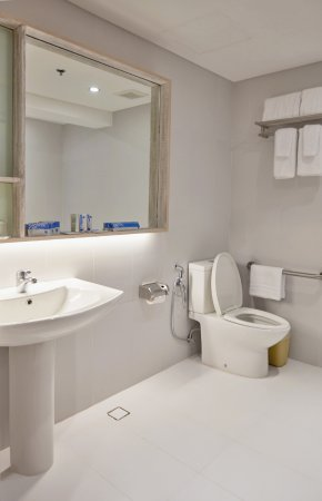 Tryp By Wyndham Mall Of Asia Manila Accessible Room