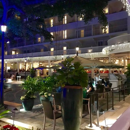 Moana Surfrider, A Westin Resort & Spa: Be sure to enjoy the Veranda at the Beach House for dinner. WHAT A TREAT!! Remember this is the