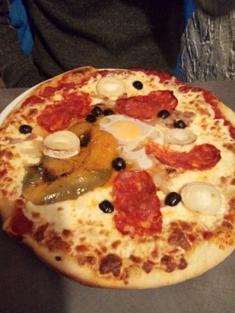 Lalinde, فرنسا: Pizza.