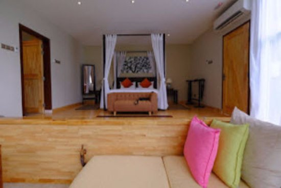 Langkawi District, Malaysia: Spacious luxury of the bedroom and lounge area