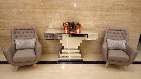 Cendana Premiere Hotel by Lariz: Foto kamar dan lobby hotel
