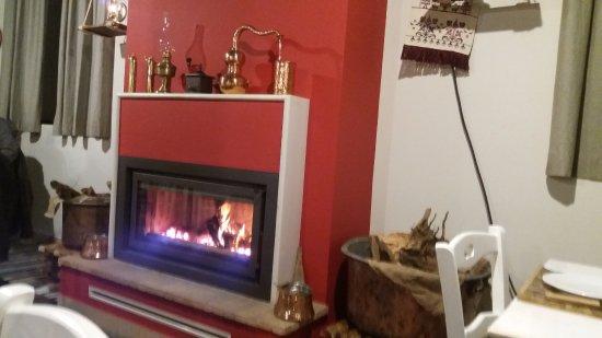 Pyrgos, Griekenland: eco fireplace