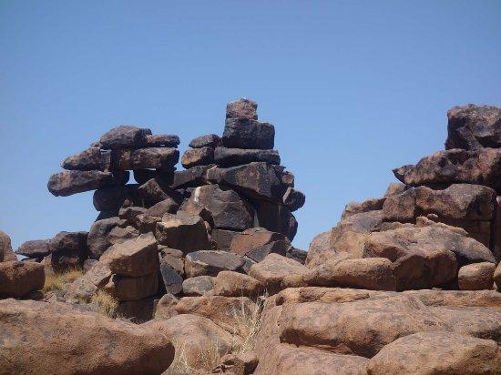 Keetmanshoop, นามิเบีย: giant rocks