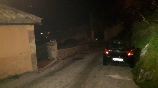 Arrone, Italia: parcheggio fuori dall'appartamento