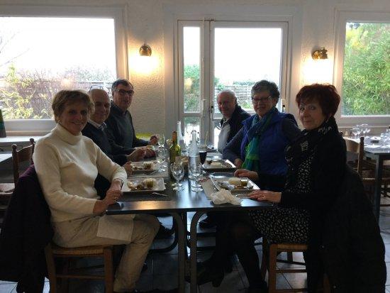 La Plaine-sur-Mer, Γαλλία: Un groupe d'amis qui se régalent