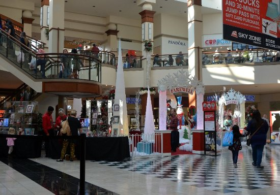 Kennesaw, GA: Center Court for the Holidays