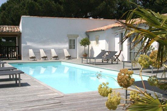 Le Bois-Plage-en-Re, France: Piscine Hotel l'Océan