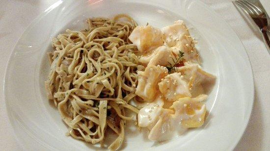 Marradi, Italia: bis di primi di pasta fresca scelti tra gli 8-9 sempre in menu