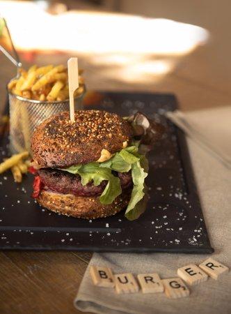 Jouy en Josas, France: Burger • 18 €