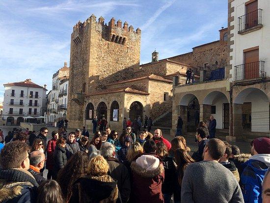 Zafra, Spain: Nuestro guía Andrés junto a la Torre Bujaco