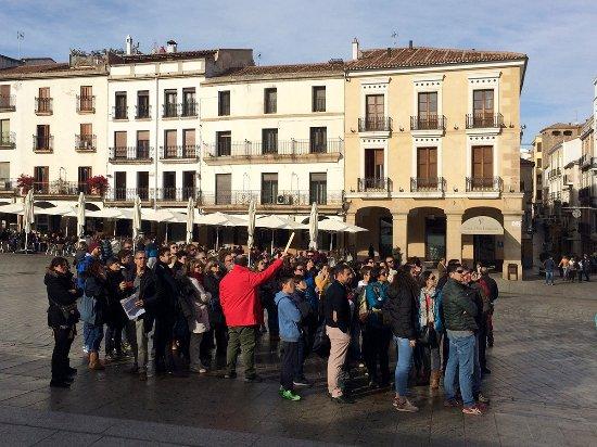 Zafra, Spain: Nuestro guía Andrés alzando la Espada Tour