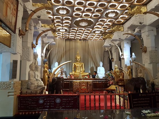 Dream Day Tours Sri Lanka: Temple of tooth in Kandy
