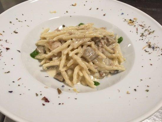 Bagno Conchiglia Cervia : Strozzapreti salsiccia e funghi foto di ristorante conchiglia