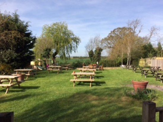 Newenden, UK: Beer Garden with children's play area.