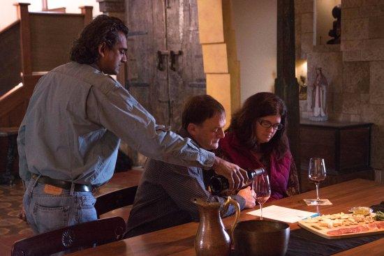 ปาโซโรเบิลส์, แคลิฟอร์เนีย: Private tasting at Guyomar Wine Cellars