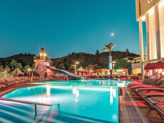 Grand Cettia Hotel: Pool area