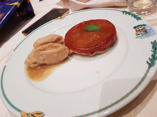 Illzach, Frankrike: Tarte des Demoiselles Tatin et son Sorbet Pomme-Cannelle